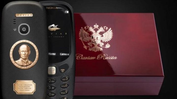 Desigur că există şi un Nokia 3310 foarte scump. Acoperit cu aur şi cu faţa lui Putin