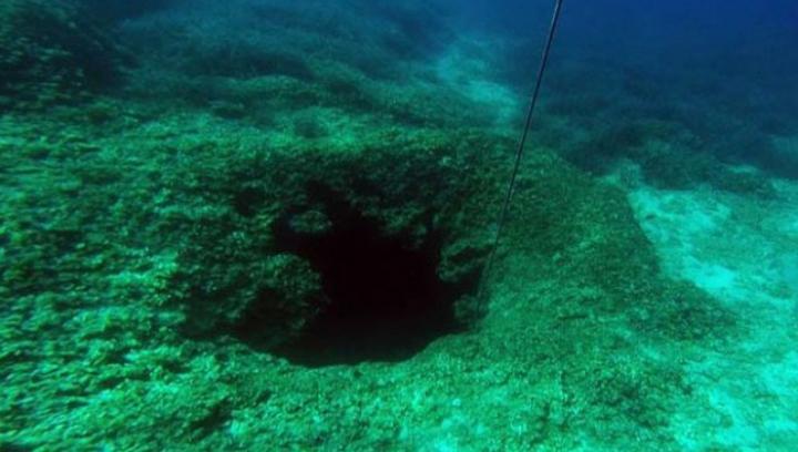 DESCOPERIRE ÎNFIORĂTOARE! Au găsit un labirint pe fundul apei, când au intrat în el AU ÎNLEMNIT (FOTO)