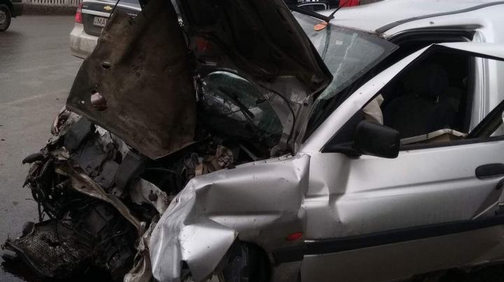 ACCIDENT CUMPLIT în Capitală. Un șofer, transportat de urgenţă la spital