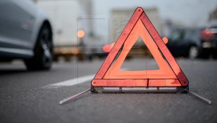 ACCIDENT DE GROAZĂ! Ce a păţit un pieton care traversa strada neregulamentar (VIDEO)
