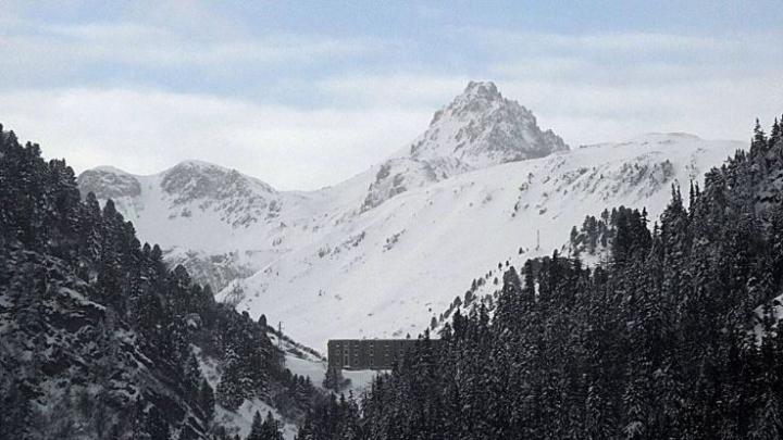 Doi schiori au murit, iar alţi doi sunt daţi dispăruţi în urma avalanşelor din Alpii francezi