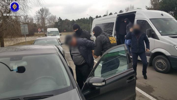 Fost angajat al MAI, reținut de SIS. A încercat să scoată ilegal arme din țară (FOTO/VIDEO)