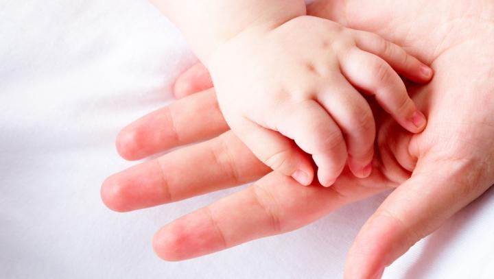 A născut chiar de 8 martie, însă nu la spital, ci acasă, fiind asistată de medicii de la Urgenţă