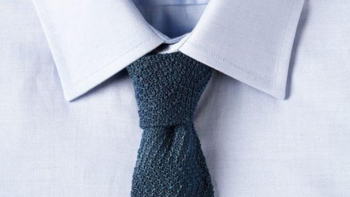 Accesoriu inedit! O firmă produce cravate din pânză de păianjen