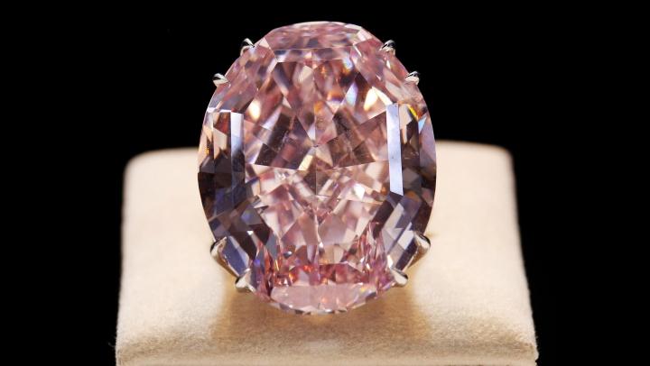 """Licitație la Hong Kong: Se așteaptă o SUMĂ RECORD pentru celebrul diamant """"Pink Star"""""""