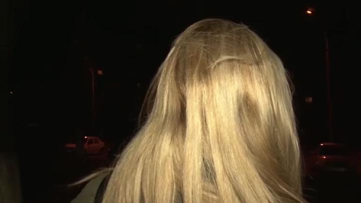La doar 17 ani a ajuns pe mâna poliției după ce împărțit pumni în plină stradă (VIDEO)