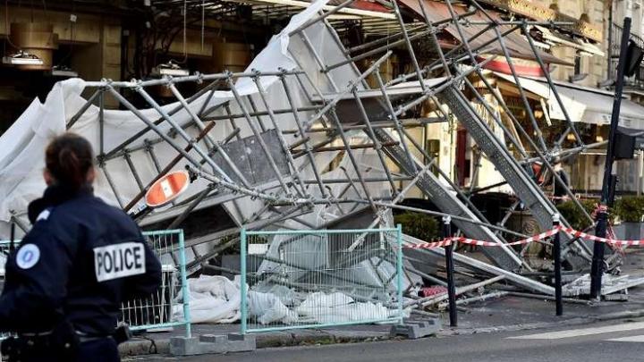 Furtună violentă în Franța: doi morți, 600.000 de case rămase fără electricitate
