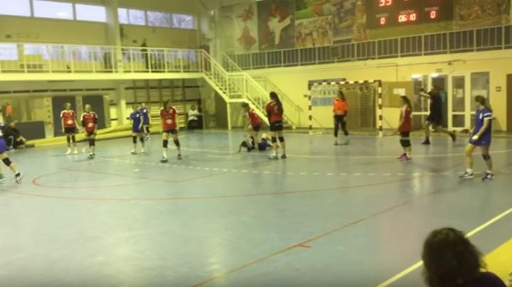 GEST ŞOCANT în Rusia! O handbalistă a fost CĂLCATĂ PE CAP în mod intenționat de adversara sa (VIDEO)