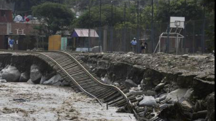 Ploi diluviene în Peru: 75 de morți și 70.000 de sinistrați