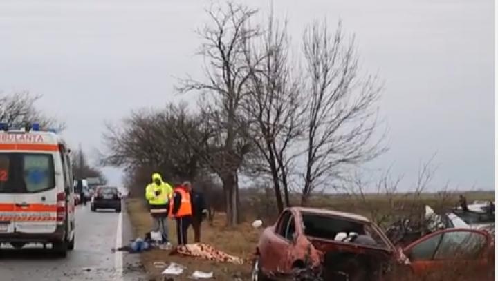 ACCIDENT GROAZNIC cu 5 victime: Autorităţile au intervenit în forţă, iar circulaţia a fost oprită (VIDEO)