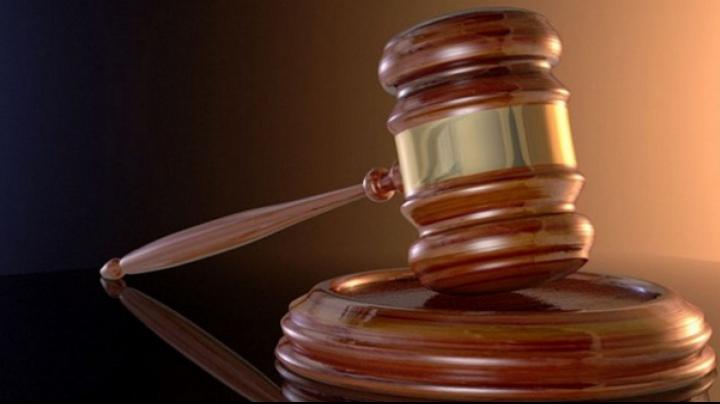 Atacau victimele într-un mod barbar şi le furau bunuri de prin casă. 14 inculpaţi, daţi pe mâna judecătorilor