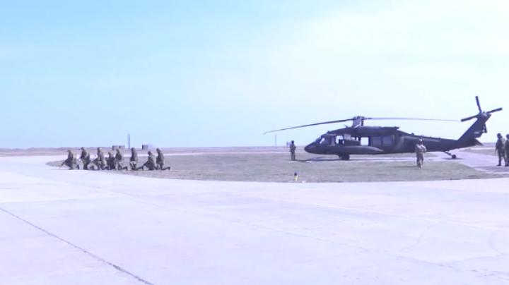 Cinci elicoptere Black Hawk ale armatei americane au ajuns în România pentru un exerciţiu militar