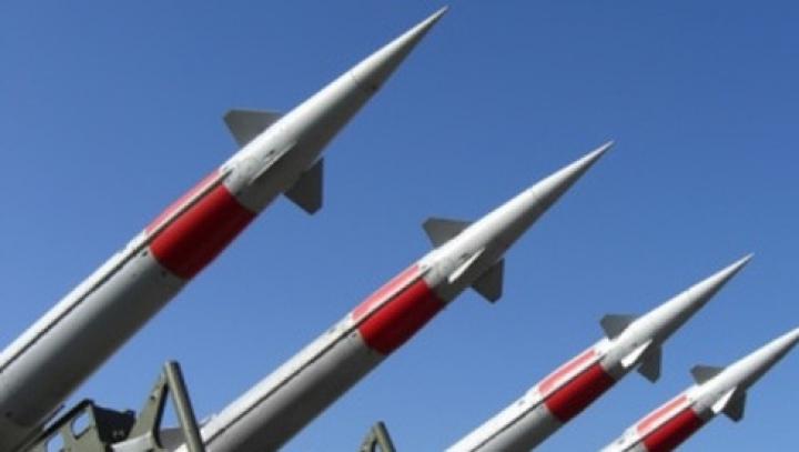 China, în cursa înarmării. Beijingul va dezvolta rachete care pot fi lansate în spaţiu din avioane