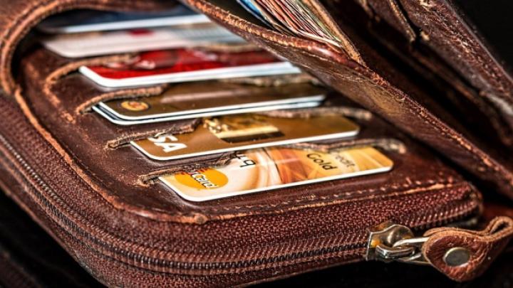 Mare atenție! 7.500 de români au fost înșelați cu carduri false de reduceri