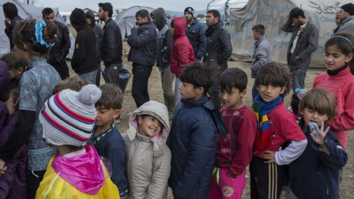 """O britanică a primit în casa ei """"un refugiat afgan de 12 ani"""", care s-a dovedit a fi un adult. CE A URMAT"""