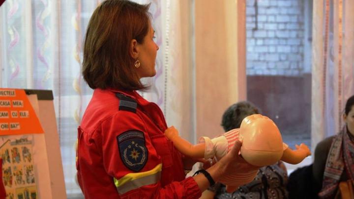 Cum acorzi primul ajutor copilului tău în caz de situație de risc (VIDEO)