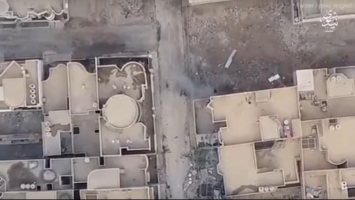 MOMENTUL în care un soldat blochează o maşină cu bombă pentru a-şi salva colegii (VIDEO 18+)
