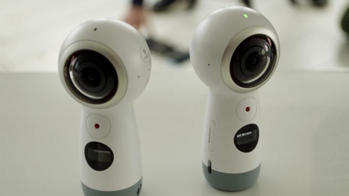 Samsung Galaxy S8 aduce pe piață noile Gear VR și Gear 360
