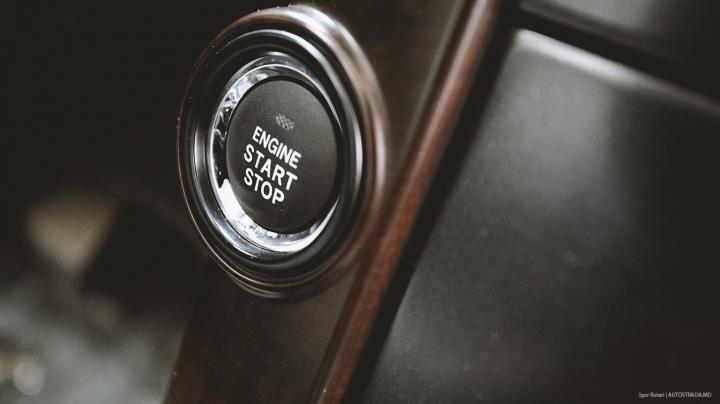 Ce se întâmplă dacă apeşi acest buton în timp ce maşina merge (VIDEO)