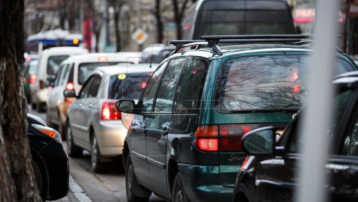 Serviciul #InfoTrafic: Se circulă cu dificultate pe mai multe străzi din Capitală