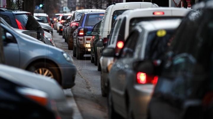 InfoTrafic: Accident rutier la sensul giratoriu al străzilor Kiev și Alecu Russo