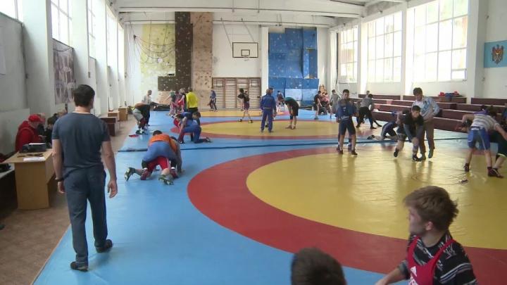 15 luptători moldoveni vor evolua la Campionatul European din Ungaria