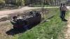 Accident pe traseul Chişinău - Orhei! Un microbuz s-a ciocnit cu un camion, apoi a ajuns în şant (VIDEO)