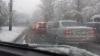 Vremea rea face RAVAGII în Moldova! ZECI de copaci au căzut şi MAI MULTE maşini au fost strivite (GALERIE FOTO)