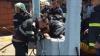 Un băiețel de doar 2 ani a căzut într-o fântână de 16 metri. Pompierii intervin (FOTO/VIDEO)