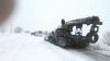 ARMATA INTERVINE ÎN FORȚĂ. O șenilată ajută oamenii blocati pe șoseaua M14 (FOTO)