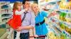 Moldovenii merg mai rar la piaţă. Locuitorii Capitalei preferă să se aprovizioneze cu produse din magazine