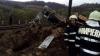 Accident INFIORĂTOR în România. Doi mecanici au murit după ce trenul a rămas fără frâne, vagoanele prăbușite în râpă (FOTO)