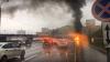 SFÂRŞIT CUMPLIT! Un bărbat a murit după ce maşina în care se afla s-a lovit de un parapet şi a luat foc (VIDEO)