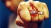 Dragoste cu năbădăi sau infracţiune? Un bărbat şi-ar fi agresat amanta și pe concubinul ei și pe fiica acesteia