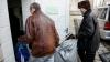 Hrană, haine şi căldură. Centrul de triere a găzduit peste o sută de persoane fără adăpost