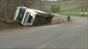 Un camion plin cu pește congelat s-a răsturnat la intrarea în satul Ciobanovca