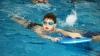 Înotul, sportul recomandat şi pentru copii. Ce susţin medicii