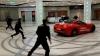 Scene rupte din filme într-un mall din Moscova. Un fost primar, surprins cum gonea o maşină marca Ferrari