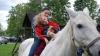 Terapie cu ajutorul cailor. Zeci de copii cu dizabilități din Moldova vor beneficia de hipoterapie