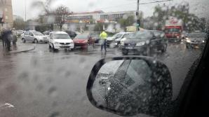 Patru maşini, implicate într-un accident în Capitală (FOTO)