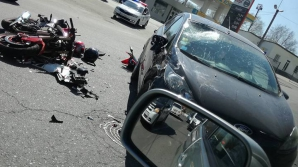GRAV ACCIDENT în Capitală! O motocicletă s-a ciocnit cu un automobil (FOTO)