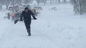 IMAGINI APOCALIPTICE de pe drumurile din Moldova. AUTORITĂȚILE INTERVIN IN FORȚĂ pentru a scoate lumea din nămeți