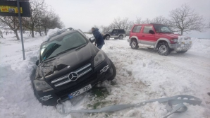 Comunitatea OFF-ROAD INTERVINE ÎN FORȚĂ! Zeci de automobile, TIRURI și camioane au fost scoase din nămeți (FOTO/VIDEO)
