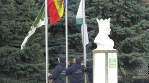 Drapelul de la Leuşeni se vede până la Huși! Poliţiştii de frontieră au dat onor simbolului naţional (VIDEO)