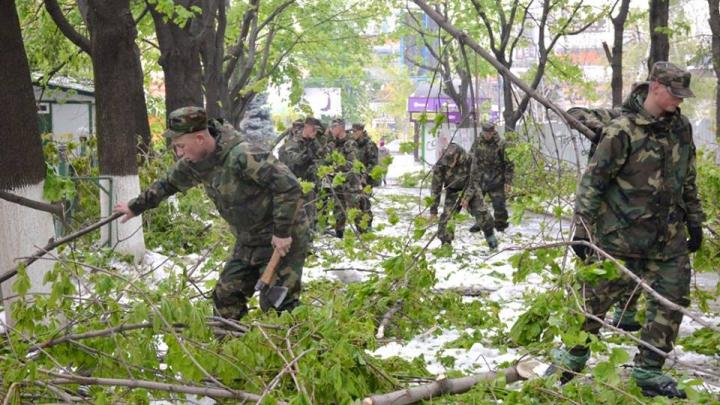 """Pavel Filip: """"Soldaţii din Armata Naţională să rămână în celula de criză"""""""