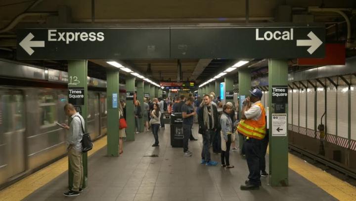 Un pistol cu electroșocuri a provocat panică și haos într-o stație de metrou din New York