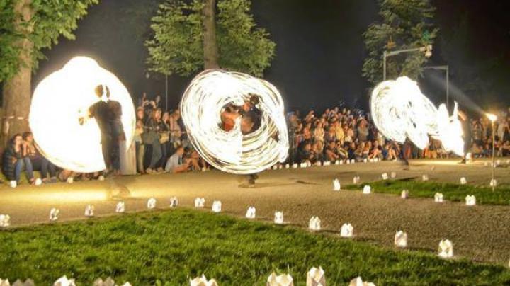 Spectacol de lumini în București. Sistemele de iluminare au transformat oraşul într-o expoziţie în aer liber