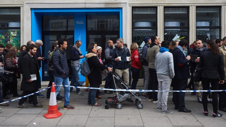 Cozi la secțiile de votare din afara Fanței. Oamenii continuă să vină în număr mare la vot (FOTO/VIDEO)