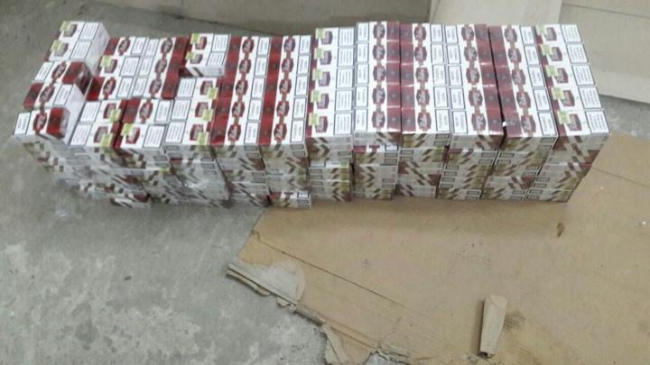 Şi-a umplut maşina cu ţigări de contrabandă din Moldova. Unde era ascunsă marfa (FOTO)
