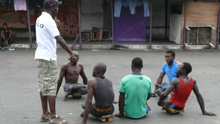 Meci inedit în Accra. Mai mulţi tineri care suferă de poliomielită au jucat o partidă de skate soccer